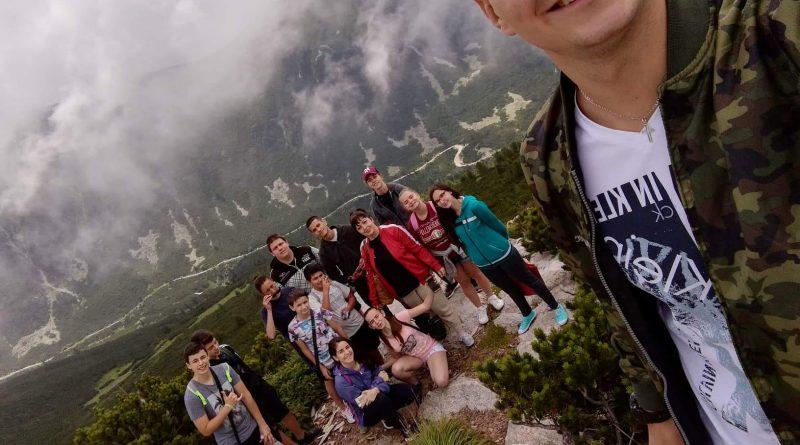 Ученици от Етрополе благодариха на областния управител Илиан Тодоров за осигурената почивка