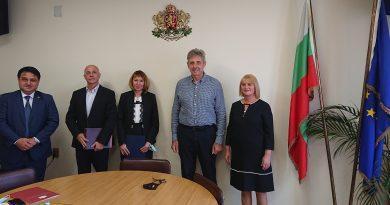 """Болница """"Св. Анна"""" и лекар от Костенец получиха грамоти от министъра на здравеопазването и  областния управител за най-много ваксинирани в Софийска област"""
