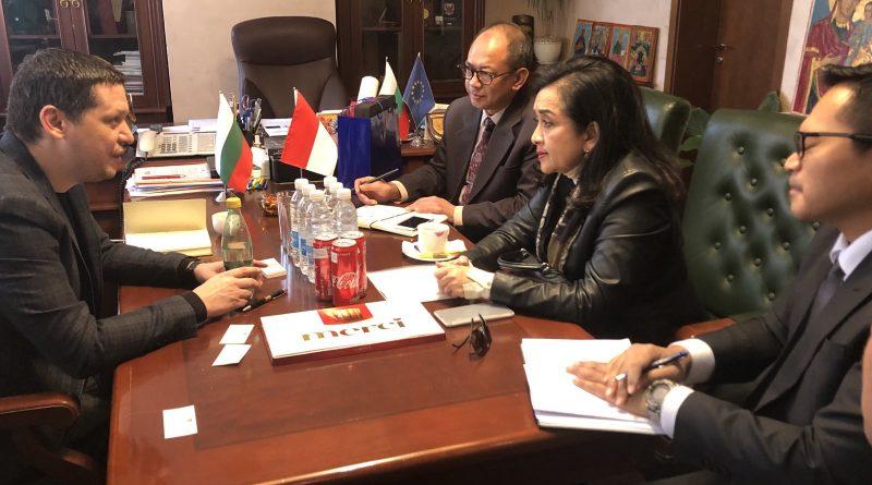 Посланикът на Индонезия с предложение към Илиан Тодоров за споразумение за сътрудничество между Софийска област и Западна Ява