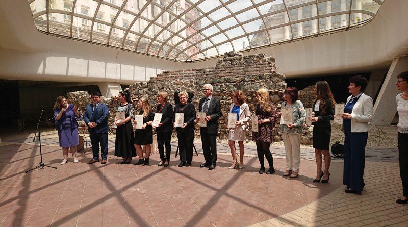 Областният управител на Софийска област Радослав Стойчев награди учител, създал образователни иновации в дигиталните технологии и природните науки