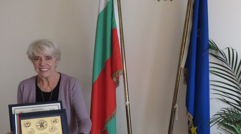"Внучката на поета Стамен Панчев получи връчената му посмъртно годишна награда ""Заслужил гражданин на Софийска област"""