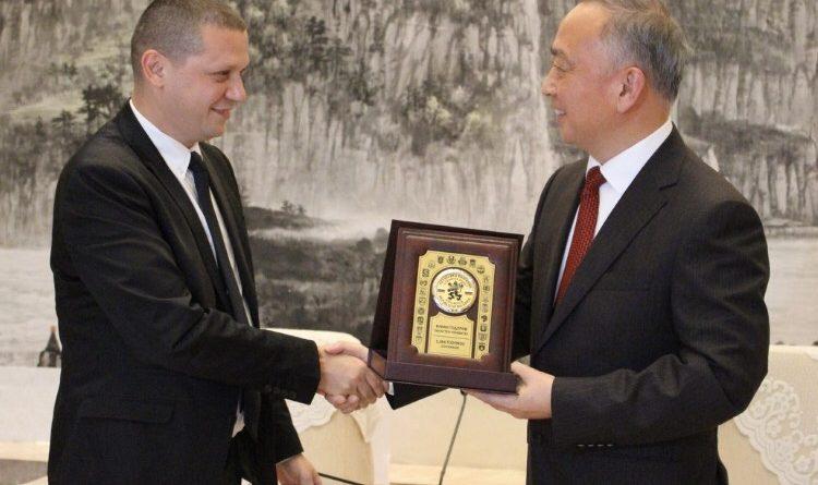 Илиан Тодоров благодари на губернатора на Хубей за дарението от медицински предпазни средства