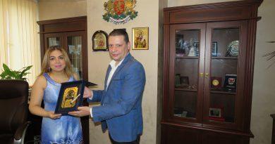 Областният управител Илиан Тодоров и н.пр. Пуджа Капур се договориха за съвместни проекти в образованието
