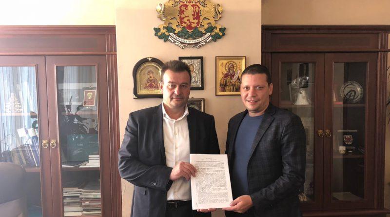 Областният управител Илиан Тодоров прехвърли безвъзмездно държавен имот на Сливница, ще се използва за развиване на спорта