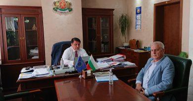 Областният управител на Софийска област Радослав Стойчев и директорът на областната АПИ обсъдиха състоянието на пътищата в областта