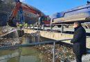 Областният управител Илиан Тодоров инспектира на място почистването на плаващите отпадъци при ВЕЦ-Своге